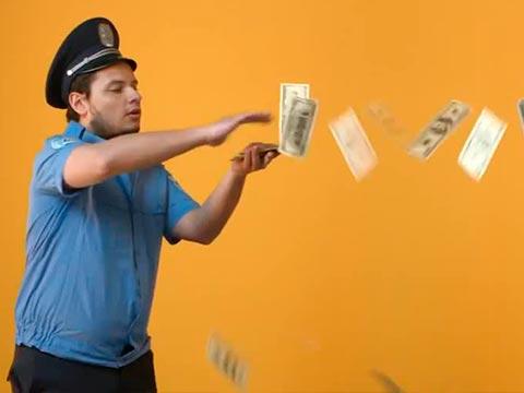 Куда вложить доллары: валютный вклад или покупка акций?